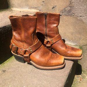 Frye Chesnut Boot with Zip